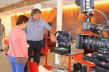 Stadsjournaal bij de 1e UIT markt Klinker Stichting Het Winschoter Stadsjournaal